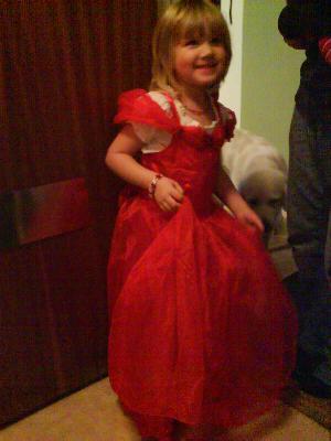 Stella i fina klänningen