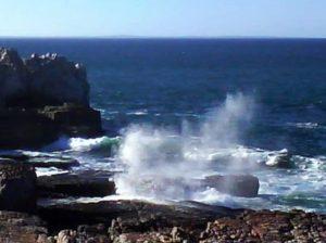 vågorna vid Cliff Path