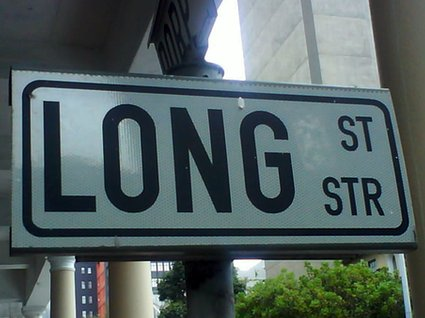 Daddy Long Legs ligger på Long Street