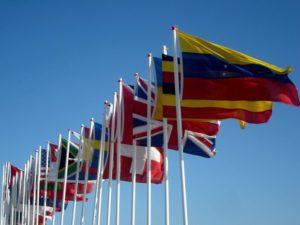 Många flaggor på Hayling Island