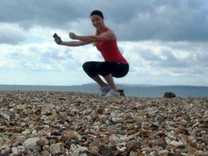 Caroline tränar på stranden