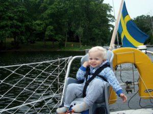 Vidar i sin stol på segelbåten