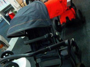 Jeansfärgad barnvagn