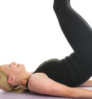 Få starka magmuskler med omvända crunches