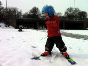 Vidar åker skidor i Rålis