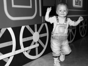 Tyra dansar på Sveriges Järnvägsmuseum