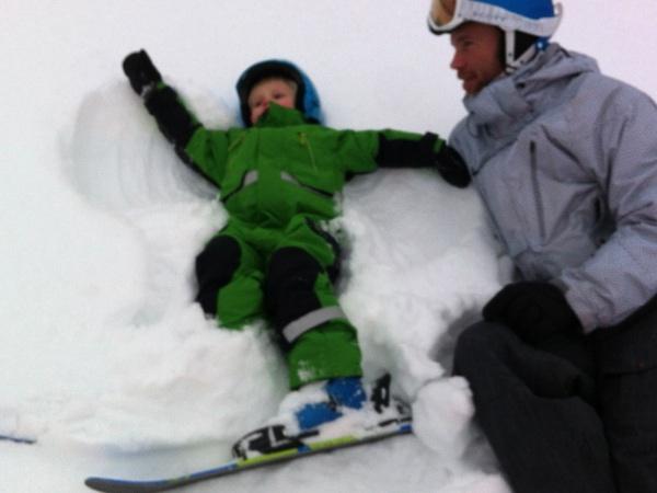 Snöängel med skidor