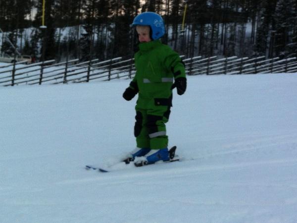 Vidar åker skidor
