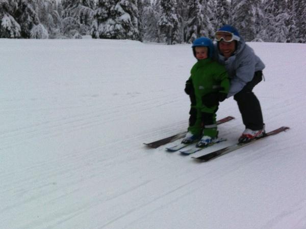 Vidar och Erik åker skidor