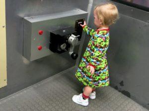 Tyra i tunnelbanevagnen på Young At Art