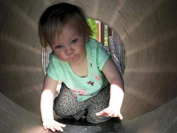Tyra kryper i tunneln