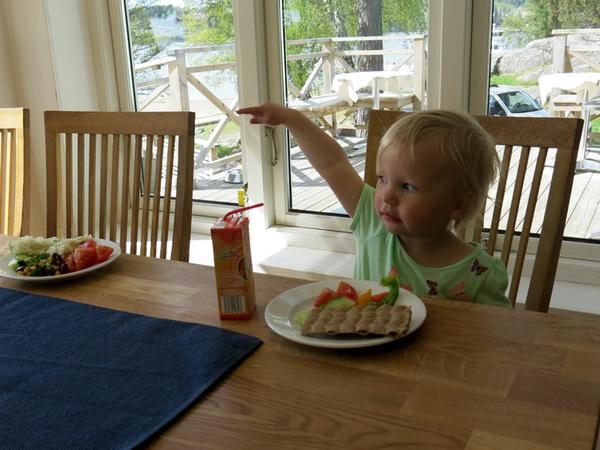 Tyra och jag äter lunch