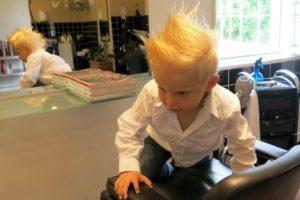 Vidar hos frisören Sara