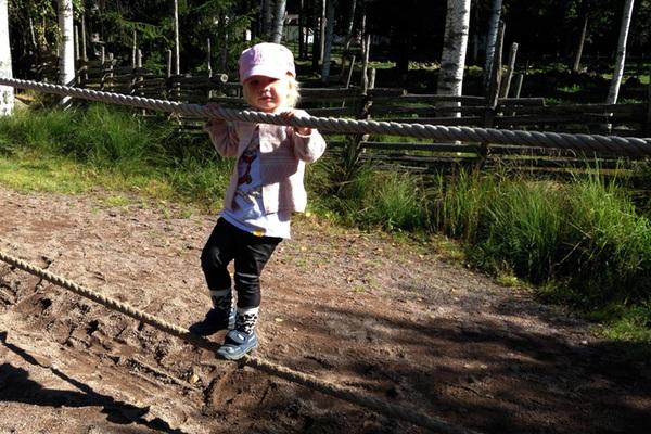 Tyra i klätterbanan