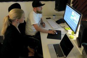 Nyheter på gång – filmredigering pågår