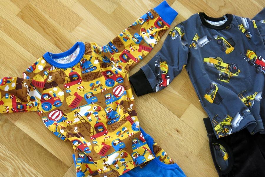 Fina barnkläder med fordon