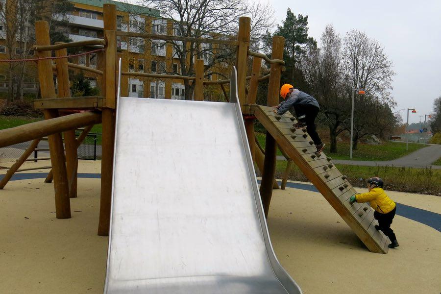 klättring i lekparken