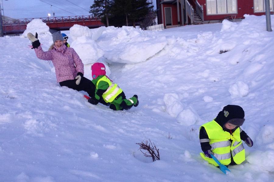 mer lek i snön