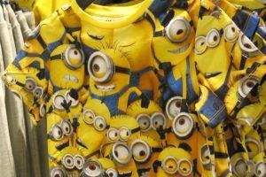 En T-shirt med en massa Minioner