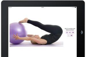 En bra magövning med pilatesboll
