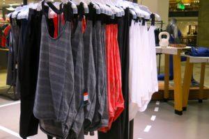 Randiga, röda och vita linnen i längre modell