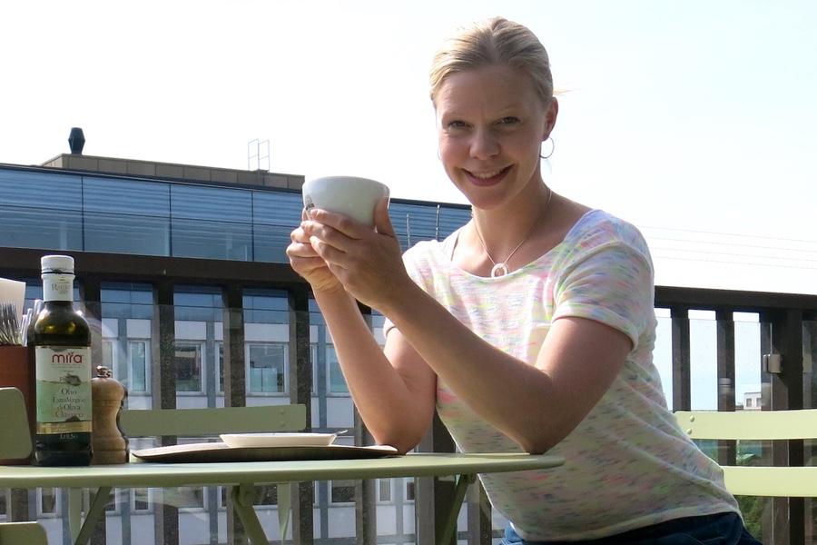 En kopp kaffe på terassen