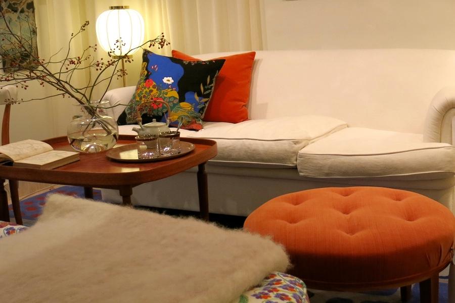 Fler fina grenar och en vit soffa