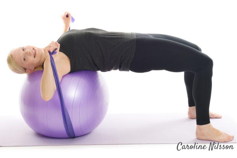 Liggande bröstpress med träningsgummiband
