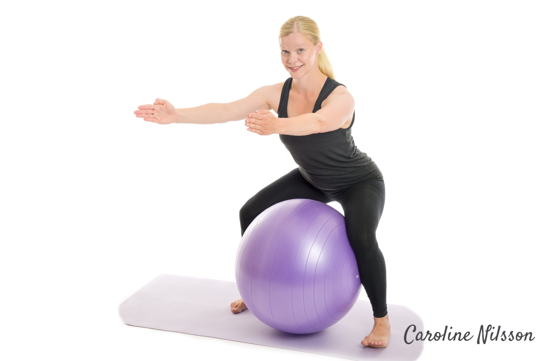 benböj med pilatesboll