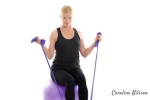 Bicepsböj på träningsboll