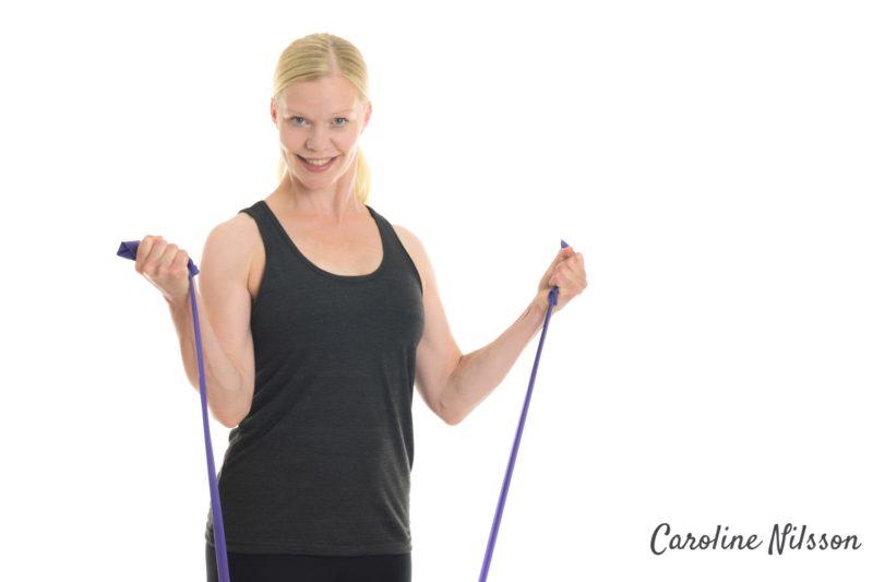 armträning med träningsgummiband