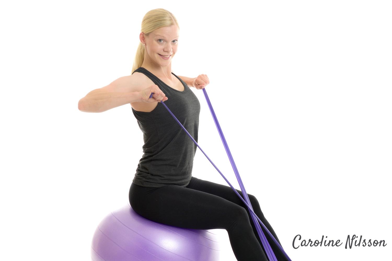 Starkare baksida axlar och bättre hållning me boll och gummiband