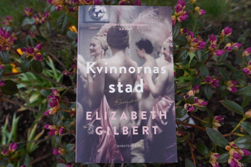 Pocket Kvinnornas stad av författaren Elizabeth Gilbert.